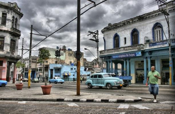 1 Woche Kuba, Kuba, Autos aus den 50er Jahren sind ein typisches Bild für Havanna.