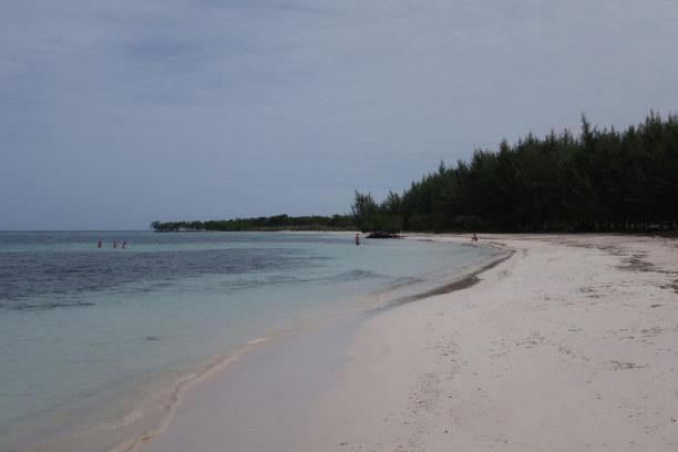 Zwei Wochen Kuba, Kuba, Nahe dem Ort Viñales liegt der kleine, aber feine Strand Cayo Jutías
