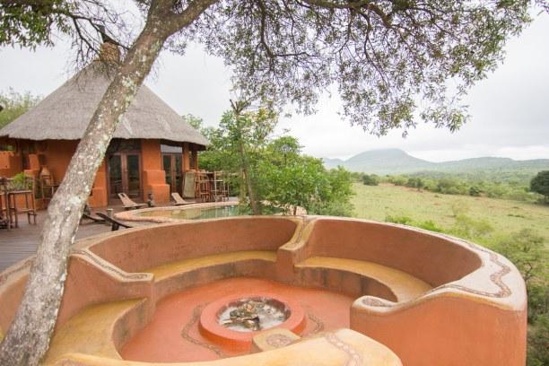 Kurztrip Soutpansberg (Stadt), Landesinnere, Südafrika, Der gemütliche Außenbereich im Leshiba Wilderness Resort. Hier sitzt