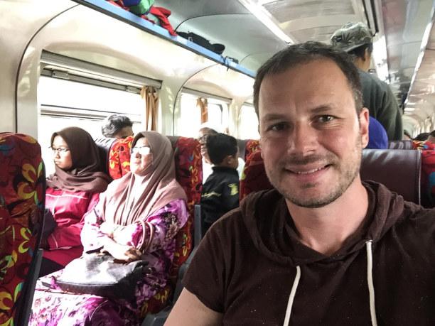 """Kurztrip Kelantan, Malaysia, Endlich drin! Für alle Fahrgäste gibt es """"Einheitsklasse""""."""