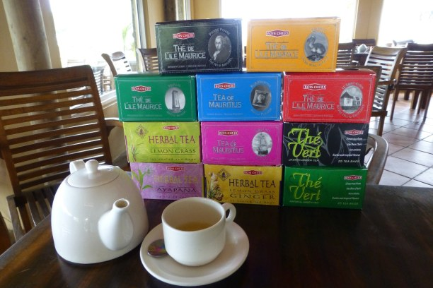 10 Tage Südküste, Mauritius, Beim Teeverkosten in Bois Cheri