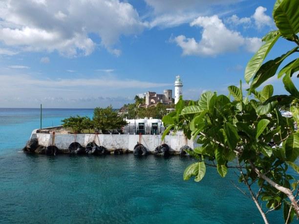 Zwei Wochen Halbinsel Yucatán, Mexiko, Eine Bucht mit strahlend blauem Wasser in Cozumel