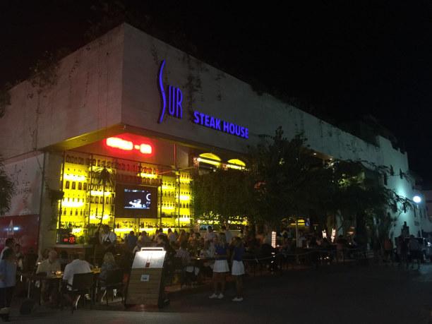 2 Wochen Riviera Maya & Insel Cozumel, Mexiko, In der Einkaufsstraße spielt sich auch das Nachtleben ab.