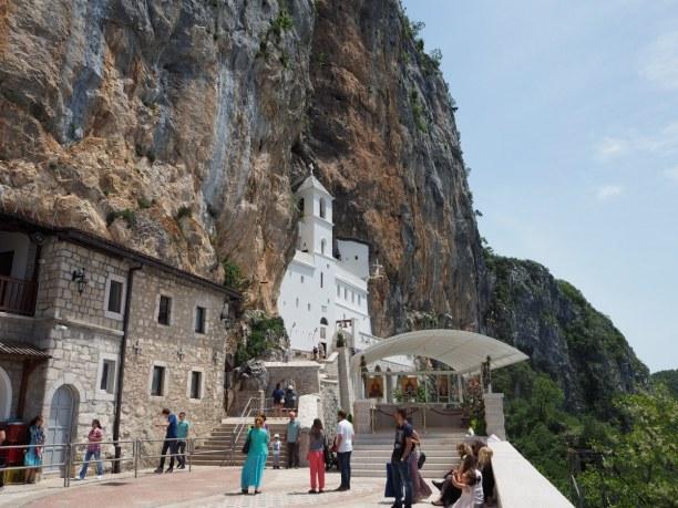 Eine Woche Montenegro, Montenegro, Das Kloster Ostrog liegt zwar etwas abseits, aber ein Besuch zahlt sic
