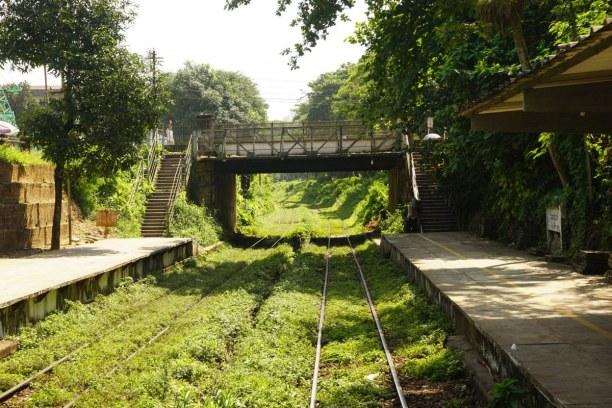 Langzeiturlaub Myanmar, Myanmar, 3 Stunden mit dem Zug rund um Yangon