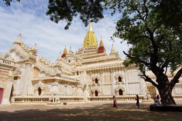 Langzeiturlaub Myanmar, Myanmar, Eine von rund 2.000 - 3.000 historischen Bauwerke des im Pagodenfeld v