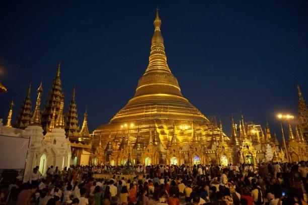 Langzeiturlaub Myanmar, Myanmar, Die Shwedagon Pagode ist in der Nacht noch viel impossanter