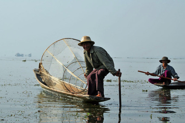Kurztrip Nyaungshwe (Stadt), Myanmar, Myanmar, Fischer bei der Arbeit