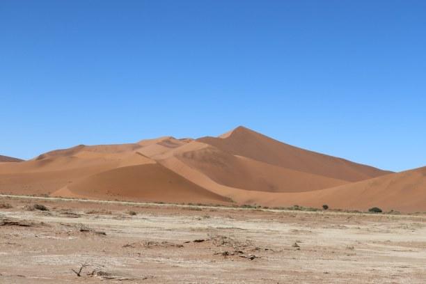 Kurzurlaub Namibia, Namibia, Blick auf eine der großen Sanddünen im Sossusvleigebiet.