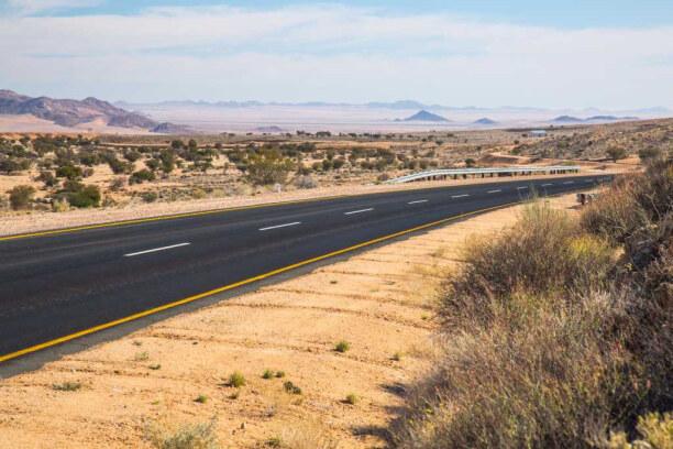 Drei Wochen Namibia, Namibia, Die Hauptrouten sind asphaltiert, die Nebenstraßen sind in der Regel