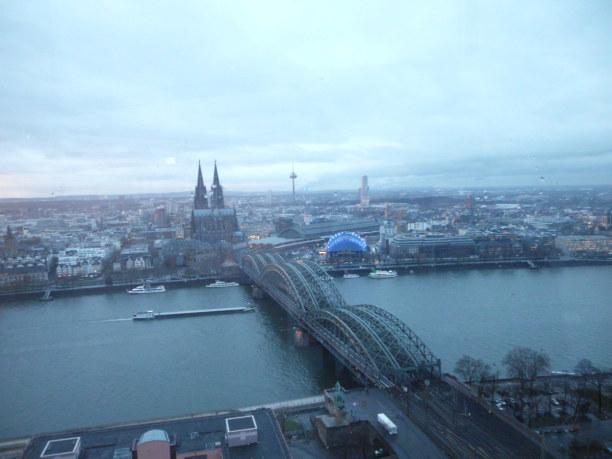 Kurztrip Köln (Stadt), Nordrhein-Westfalen, Deutschland, Das Bild wurde vom Kölntriangle aufgenommen. Von diesem Aussichtspunk