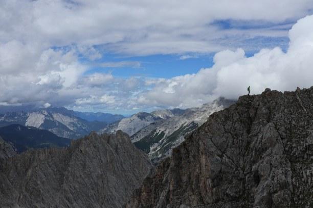Kurzurlaub Innsbruck (Stadt), Nordtirol, Österreich, Von der Nordkette aus sieht man die Berge des Karwendels aus.