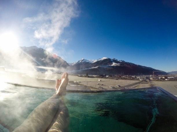 Kurztrip Kitzbühel (Stadt), Nordtirol, Österreich, Wer früh kommt, hat den Pool auch für sich alleine!