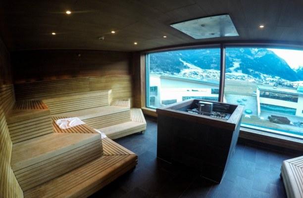Kurzurlaub Kitzbühel (Stadt), Nordtirol, Österreich, Und auch in der Sauna gibt es den Blick aufs Kitzsteinhorn!