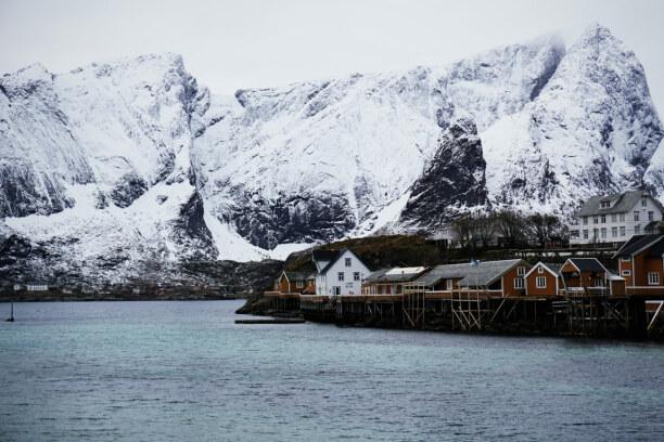 10 Tage Lofoten & Vesterålen, Norwegen, Die berühmten Fischerhäuschen auf Stelzen, die sogenannten Rorbuer f