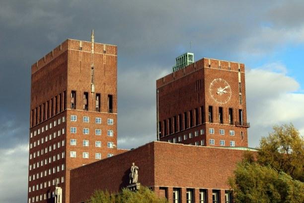 Kurztrip Oslo & Umgebung, Norwegen, Das Rathaus ist das Wahrzeichen Oslos. Nachdem Norwegen 1905 die Union