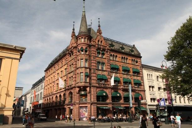 Kurztrip Oslo & Umgebung, Norwegen, Die beliebteste Einkaufsstraße Oslos ist die Karl-Johan-Straße. Hier