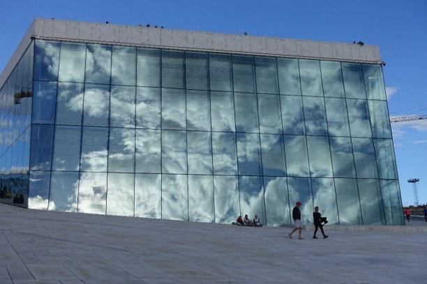 Kurzurlaub Oslo & Umgebung, Norwegen, Das Opernhaus soll einen treibenden Eisberg darstellen. 2008 wurde es