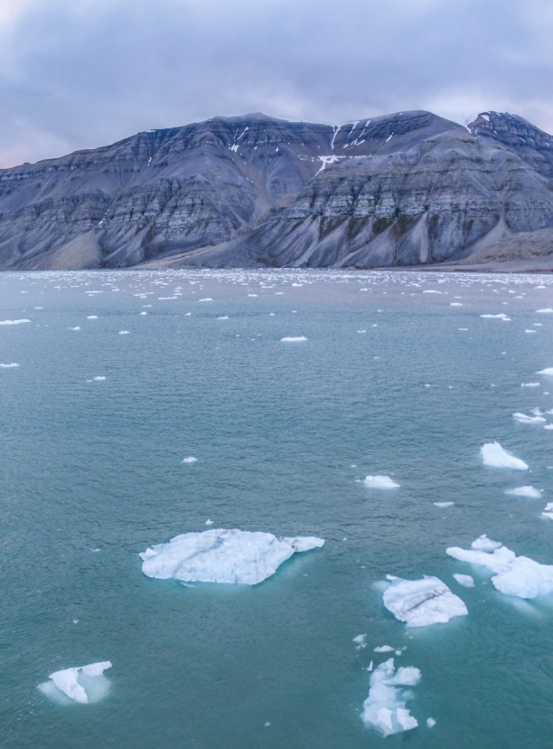 Langzeiturlaub Spitzbergen, Norwegen, Fahrt durch das beeindruckende Nordpolarmeer