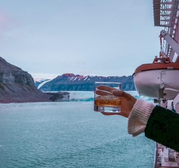 Langzeiturlaub Spitzbergen, Norwegen, Whiskey mit Blick auf den Gletscher! Dieser Ort war auch gleichzeitig