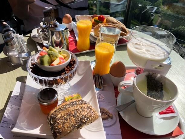 Kurzurlaub Linz (Stadt), Oberösterreich, Österreich, In der Konditorei Jindrak am Pöstlingberg den Tag mit einem ausgiebig
