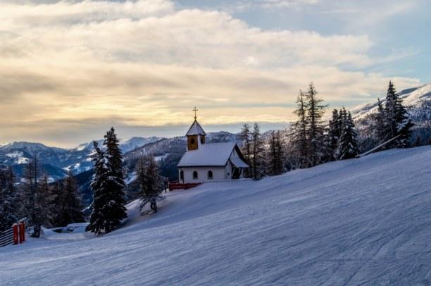 Kurzurlaub Kärnten, Österreich, Entlang an der Skipiste geht es die letzten Meter hoch zur Hütte!