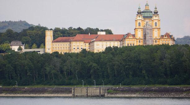 Langzeiturlaub Niederösterreich, Österreich, Wir müssen zurück zum Schiff und verlassen beeindruckt diesen prunkv