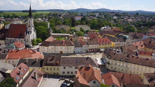 Langzeiturlaub Niederösterreich, Österreich, Vom erhabenen Stift Melk bietet sich ein Ausblick auf den Ort Melk und