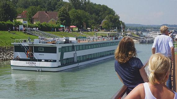 Langzeiturlaub Niederösterreich, Österreich, Eine Flusskreuzfahrt auf der Donau hält jeden Tag eine andere Sehensw