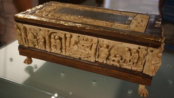 Langzeiturlaub Niederösterreich, Österreich, Unter Panzerglas, der wohl wertvollste Schatz des Stifts ist das Altar