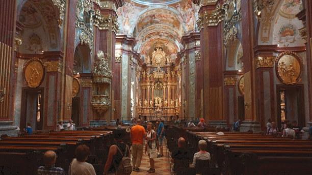 Langzeiturlaub Niederösterreich, Österreich, Die Stiftskirche Peter & Paul ist von Pracht und Prunk nur so übersä