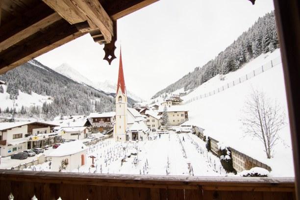 Kurzurlaub Nordtirol, Österreich, Der Blick von unserem Balkon auf den Ort. Wunderbar verschneit! Mitte