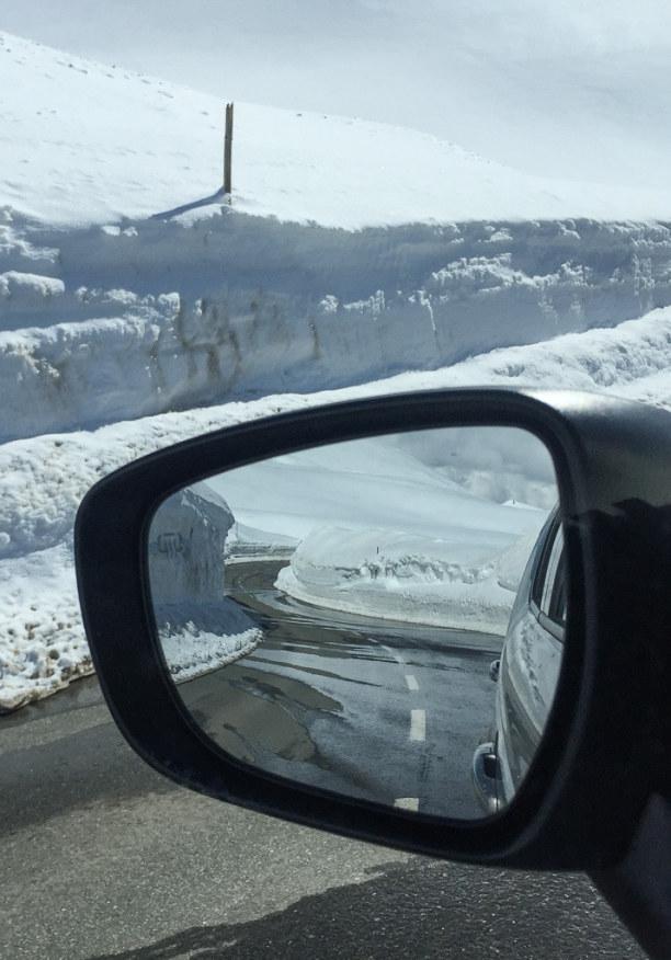Kurztrip Salzburger Land, Österreich, Die Fahrt über den Großglockner führt im Frühling durch hohe Schne