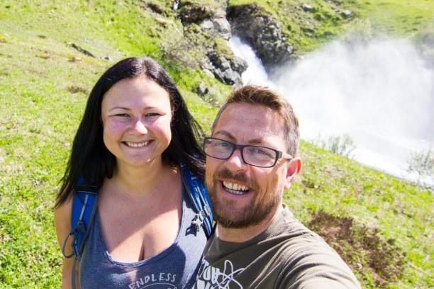 Kurztrip Tirol, Österreich, Ein kurzer Stopp beim Wasserfall für ein kleines Picknick.