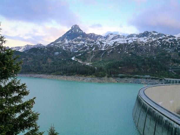 Kurztrip Tirol, Österreich, So dramatisch hat sich am Abend der Himmel über dem Stausee im Paznau