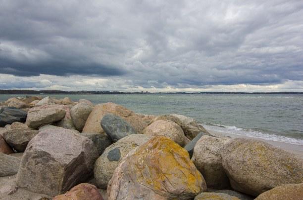 Kurzurlaub Laboe (Stadt), Ostseeküste, Deutschland, Ende April war das Wetter sehr wechselhaft, aber der Strand von Laboe