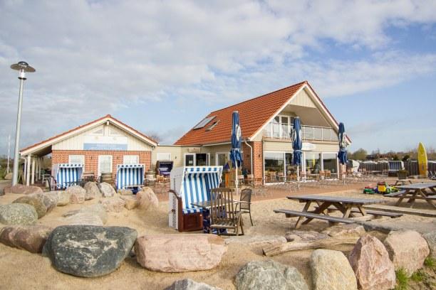 Kurzurlaub Laboe (Stadt), Ostseeküste, Deutschland, Vom Strandcafè am Ostseecamp Glücksburg/Holnis schaut man beim Früh
