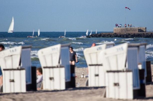 Kurztrip Warnemünde (Stadt), Ostseeküste, Deutschland, Abschluss unseres Ostsee-Roadtrips beim Sundowner am Strand von Warnem