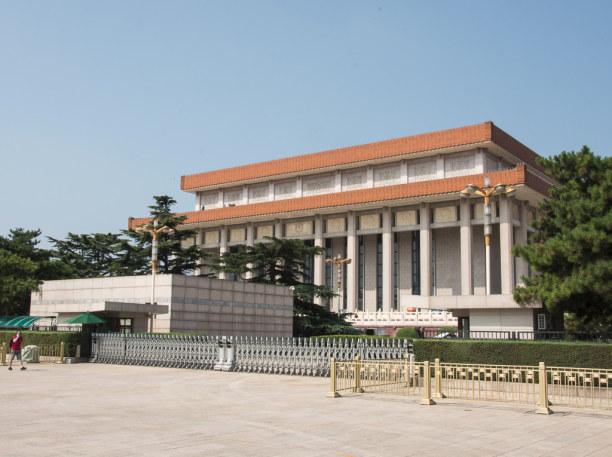1 Woche Peking (Stadt), Peking und Umgebung, China, Mao Zedong ruht hier im Mausoleum direkt am Platz des Himmlischen Frie