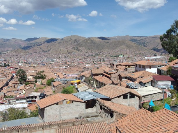 10 Tage Cusco (Stadt), Peru, Peru, Der Blick vom höchsten Punkt der Altstadt San Blas auf Cusco mit den