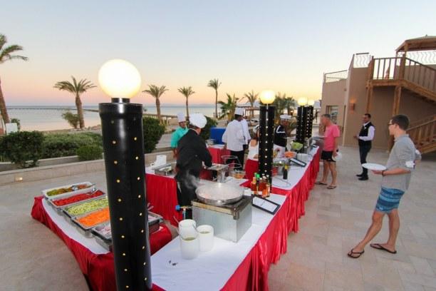 1 Woche Soma Bay (Stadt), Rotes Meer, Ägypten, Am Abend gab es ein wunderbares Dinner auf der Terrasse im Breakers. S