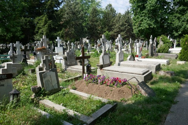 Kurztrip Bukarest & Umgebung, Rumänien, Auf dem Bellu Friedhof sind die berühmtesten Komponisten und Schrifts