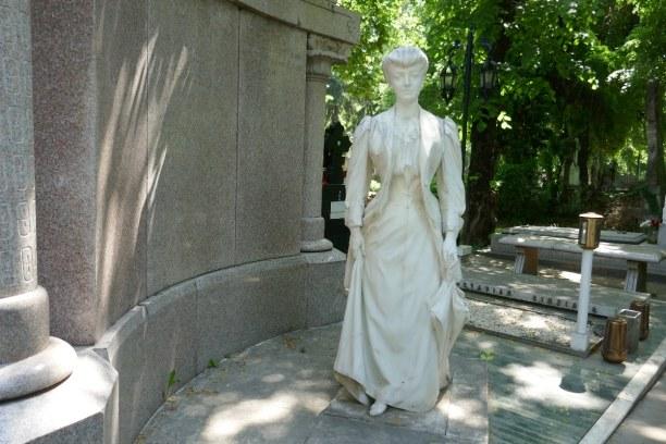 Kurzurlaub Bukarest & Umgebung, Rumänien, Dieser Grabstein steht am Bellu Friedhof