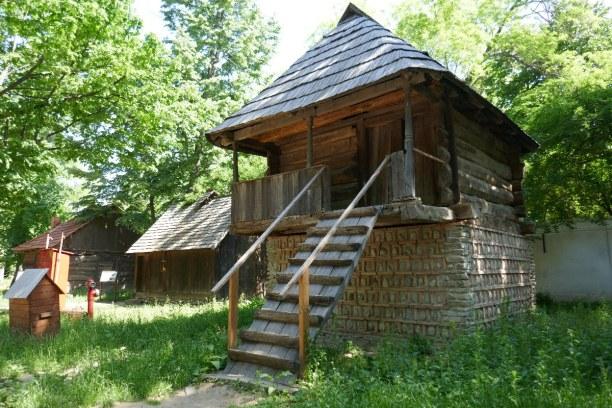 Kurztrip Bukarest & Umgebung, Rumänien, Scheunen, Ställe, Höfe, Kirchen, im Freilichtmuseum kann man einen g