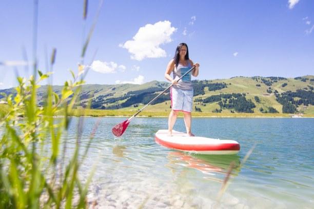 Kurzurlaub Hinterglemm (Stadt), Salzburger Land, Österreich, Los geht's in die Berge! Erstmal eine Runde mit dem Stand Up Paddle Bo