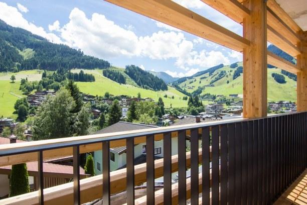 Kurztrip Hinterglemm (Stadt), Salzburger Land, Österreich, Endlich angekommen genießen wir erst mal einen Kaffee auf unserer Ter
