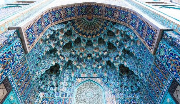 Sankt Petersburg (Stadt), Sankt Petersburg und Umgebung, Russische Föderation, Mitten in der Innenstadt findest du die Moschee. Durch ihre türkisfar
