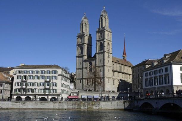 Kurztrip Kanton Zürich, Schweiz, Das Grossmünster steht mitten in der Altstadt. Die Doppeltürme sind