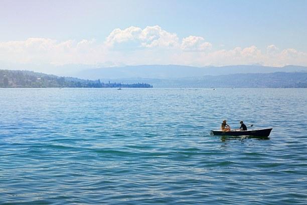 Kurztrip Kanton Zürich, Schweiz, Der Zürichsee ist ein beliebtes Ausflugsziel bei Spaziergängern, Sch