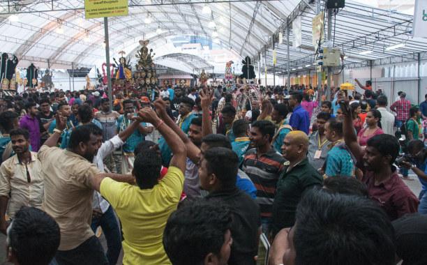 Kurztrip Singapur (Stadt), Singapur, Singapur, Tausende Tamilen feiern in Singapur gemeinsam Thaipusam.